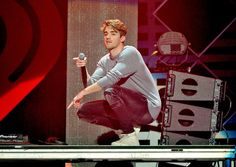 Andrew Taggart Photos Photos - Recording artist Andrew Taggart of The Chainsmokers performs onstage at WiLD FM's Jingle Ball 2016 presented by Capital One at SAP Center on December 2016 in San Jose, California. - WiLD FM's Jingle Ball 2016 - Show The Chainsmokers Wallpaper, Andrew Taggart, Ideal Boyfriend, Edm, Hot Guys, Husband, San Jose, Beats, Singers