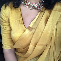Holding on to hints of beauty while manoeuvring a world plagued with suffering . Sari Dress, Saree Blouse, Dress Indian Style, Indian Dresses, Indian Wear, Indian Outfits, Saree Wearing, Saree Jewellery, Plain Saree