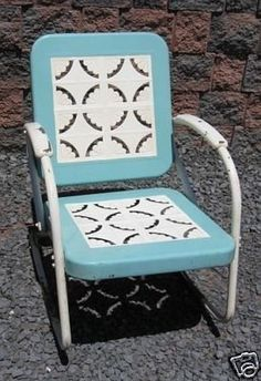 Perfect vintage lawn furniture.