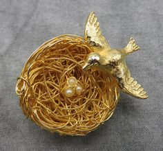 Perfect for a touch of nature inspired fashion, this vintage Jeanne bird brooch keeps watch over his nest as he flies into your accessory collection.