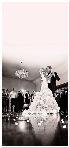 Must Have Wedding Photos - Bride and Groom Wedding Pictures. I'm getting some good ideas for shooting my first wedding! Perfect Wedding, Dream Wedding, Wedding Day, Wedding Album, Wedding First Dance, Gold Wedding, Wedding Stuff, Trendy Wedding, Best First Dance Songs