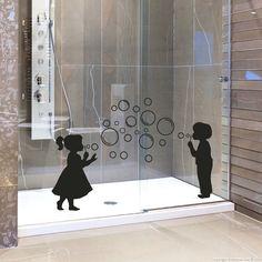 Stickers muraux pour salle de bain - Sticker mural fille et garçon avec des bulles | Ambiance-sticker.com