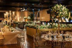 Roberta Fasano elaborou uma linda decoração de casamento clássico-contemporânea em verde e branco. A festa aconteceu no Contemporâneo 8076.