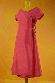 http://www.antoineetlili.com/fr/product/femme/robe/151824,rose,sauvage-robe-large.html Robe fermeture liens. longueur : 100 cms. 100% soie.
