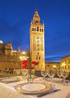 Restaurante a los pies de la Giralda, en el centro de Sevilla. Desde 1978 el restaurante Mirador de la Giralda.