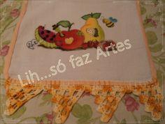 http://inovartartesanatosemeva.blogspot.com.br/2014/01/pintura-em-tecido-pano-de-prato-frutas.html  pintura em tecido, fruta com bichinhos e barrado em croche pano de prato