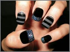 For the past couple of seasons, gray continues to be a popular color for manicures and pedicures. Gray nail art is no different. You can create a wide variety of gray nail designs that are great for manicures and pedicures Fancy Nails, Bling Nails, Trendy Nails, Love Nails, How To Do Nails, Sparkly Nails, Grey Nail Art, Gray Nails, Striped Nails