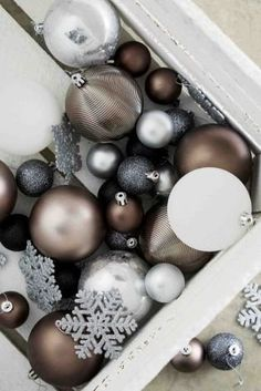 Christmas doesn't HAVE to mean festive golds and reds! If your home is modern and contemporary, opt for a combination of whites, silvers and bronze to keep it BANG on trend with your Christmas decorations!