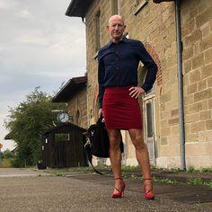 Feminine Dress, Feminine Style, Men Wearing Skirts, Men In Heels, Real Men, Androgynous, Male Beauty, Crossdressers, Men Dress