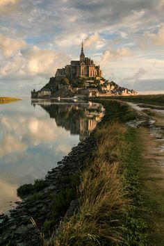 Sunrise on Abbey, by AndreaParoni Mont Saint Michel, France Mont Saint Michel France, Le Mont St Michel, Beaux Arts Architecture, Beautiful Architecture, Places To Travel, Places To See, Shotting Photo, Fantasy Places, Beautiful Castles