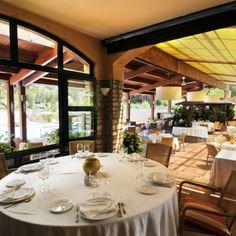 Hotel Restaurant Sa Punta (Platja de Pals) Sa Punta, Costa, Conference Room, Table Settings, Restaurant, Furniture, Home Decor, Travel Magazines, Entrance Gates