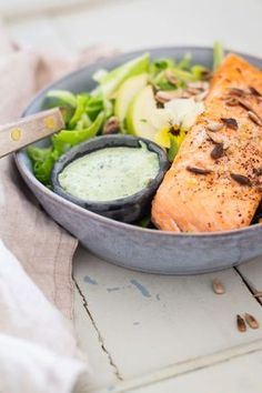 Salmon with cold herb sauce and fresh cucumber salad - delicious and light summer food- Laks med kold urtesovs og frisk spidskålssalat – lækker og let sommermad Salmon with cold herb sauce and cucumber salad – recipe for … - Healthy Salmon Recipes, Clean Recipes, Yummy Eats, Yummy Food, Shellfish Recipes, Tasty Bites, Chapati, Fish Dishes, Fish And Seafood
