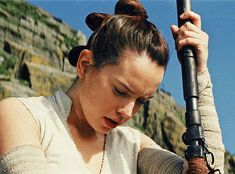 You can see it - the concentration, the feelings for Ben, the hope - it's all there, in her eyes. Star Wars Film, Rey Star Wars, Star Wars Art, Star Wars Sequel Trilogy, Star Wars Episode Iv, Star Wars Wallpaper, Daisy Ridley, The Force Is Strong, Last Jedi
