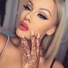 Red lips and winged liner Makeup On Fleek, Flawless Makeup, Gorgeous Makeup, Lip Makeup, Beauty Makeup, Soft Makeup, Viva Glam Kay, Winged Liner, Beauty Bar