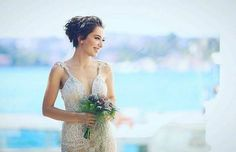 Turkish star actress is a sight in ❤ From her wedding to actor Pnina Tornai, Bridal Crown, Bridal Hair, Small Wedding Bouquets, Brown Hair Shades, Berta, Star Actress, Frocks For Girls, Wedding Hair Accessories