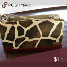 Miche Classic Shell. Gently used. This Classic Shell is in perfect condition. I used this shell a few times and received many compliments when I used this. I'm pairing down my collection so mows the time to grab this one. It definitely has the wow factor. Miche Bags Shoulder Bags