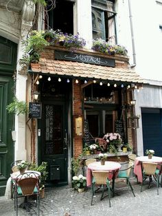 Antwerp, Belgium: cafes and diamonds   like the flowers on the tables