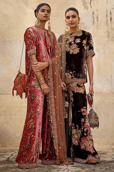 Indian Bridal Fashion, Indian Wedding Outfits, Indian Outfits, Simple Pakistani Dresses, Pakistani Dress Design, Stylish Dresses For Girls, Indian Look, Fur Clothing, Churidar