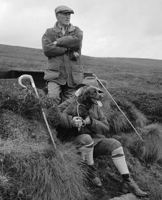 G.B. ENGLAND. County Durham. Waiting at the butt before a grouse shooting. 2003