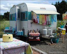 Aloha Vintage Camper - Tiny Trailer - Travel Caravan - Glamping <O>