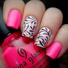 uñas decoradas color rosa y blanco