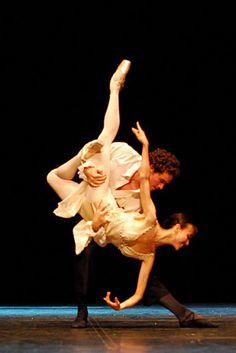 Image from http://www.ballet.co.uk/albums/sj_south_korea_dance_1110/sj_quarterly_review_603.sized.jpg.