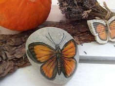 Bemalte+Steine+Schmetterling+Briefbeschwerer++von+DesignArbyte+auf+DaWanda.com