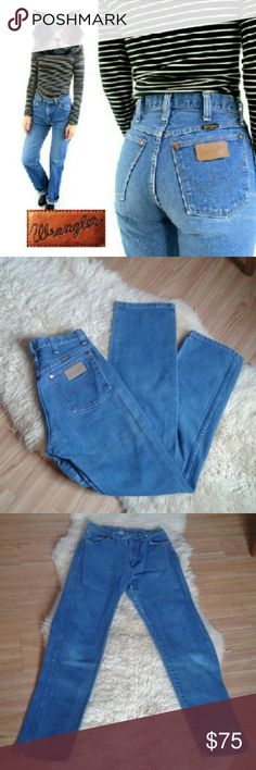 """Vintage Wrangler High Waisted Jeans Sz 28x31.5 Cute mom jeans in great condition, no stains or tears, 100% cotton, rise is 12.5"""". True to size. Am a size 28 & these fit snug, could also fit a size 27 comfortably. Tags: Levi's, Lee, Brandy Melville, Urban Outfitters, American Apparel Wrangler Jeans Straight Leg"""