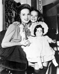 Maureen O'Hara and Natalie Wood