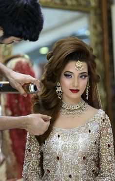 Long wavy indian wedding hairstyle with headpieces pakistani bridal makeup n hairstyling by kashif aslam at kashees beauty parlour junglespirit Images