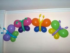 Butterflies made from balloons Butterfly Balloons, Balloon Flowers, Butterfly Birthday Party, Birthday Balloons, Balloon Decorations Party, Birthday Party Decorations, Table Decorations, Balloon Crafts, Balloon Columns