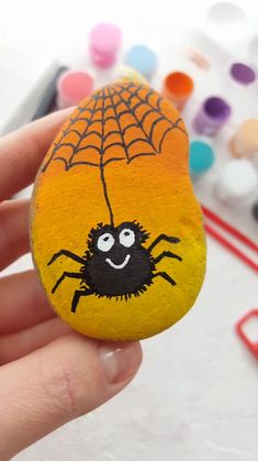 Cute rock painting tutorial with spider. Great craft project idea for kids. With Artistro Rock painting kit you can get everything you need for your unique and creative art projects. Rock Painting Patterns, Rock Painting Ideas Easy, Rock Painting Designs, Painting For Kids, Pebble Painting, Pebble Art, Stone Painting, Trippy Painting, Stone Crafts