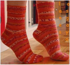 calcetines toe-up con tutorial en español Pretty Shoes, Sock Shoes, Up, Knitting, Pattern, Crafts, Fashion, Knit Socks, Gifs