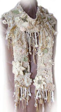 wunderbarer Schal gestrickt (Schal) und gehäkelt (Blümchen und all das ... )  ----  beautiful scarf knitted and crocheted - founded at  https://www.facebook.com/hackovaniedasa/photos/a.546819602023314.1073741848.520256661346275/984635608241709/?type=3&theater