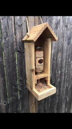 Rustic Bird Feeders, Wood Bird Feeder, Bird Feeder Plans, Bird House Feeder, Garden Bird Feeders, Hanging Bird Feeders, Homemade Bird Houses, Homemade Bird Feeders, Bird Houses Diy
