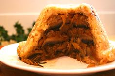 Caramelised Onion And Mushroom Layered Suet Pudding Recipe with onions… Uk Recipes, Onion Recipes, Pudding Recipes, Veggie Recipes, Vegetarian Recipes, Cooking Recipes, Sage Recipes, Veggie Meals, Caramelized Onions And Mushrooms