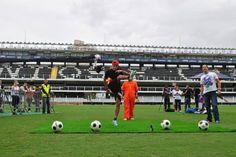 Realizamos para a RED BULL um campeonato de chute ao alvo, em que os participantes de 13 a 18 anos se enfrentaram em três rounds. Eles contaram com a ajuda do craque Neymar e o vencedor, com mais acertos, foi coroado o Príncipe da Vila. O evento reuniu 81 participantes na Vila Belmiro e encerrou a comemoração dos 100 anos do Santos. #redbull #neymarjr #neymar #futebol #brandexperience #vilabelmiro #soccer #brasil #experienciademarca