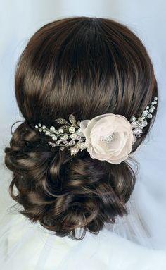Nice wedding hair piece Bridal Fascinator, Flower Headpiece, Bridal Updo, Wedding Headdress, Wedding Fascinators, Bridal Comb, Bridal Makeup, Wedding Makeup, Wedding Hair Flowers