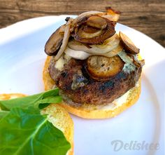 Want to know how to cook a simple yet super tasty hamburger? Delishee will help guide you through some easy steps to get you there. Burger Meat, Good Burger, Hamburger Buns, Hamburger Recipes, French Bun, Ciabatta Roll, Sauteed Mushrooms, Natural Flavors, Cooking Time