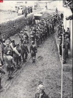 Visita la entrada para saber más                                                                                                                                                                                 Más Spanish War, Ebro, Military Life, Madrid, Wwii, Dolores Park, Black And White, History, World