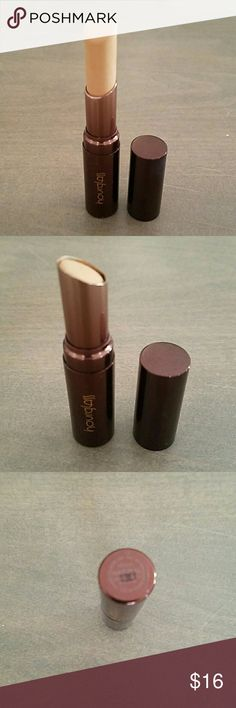 Hourlglass hidden corrective concealer in Natural Swatched once with a brush. High coverage stick concealer.Natural is for light medium skin tones with neutral undertones. Hourglass  Makeup Concealer