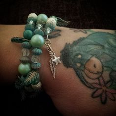 B02-13 Memory Wire Beaded Bracelet Indian Dreams