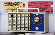 How to turn and convert old transistor radios, tape decks and  hack vintage electronics into great sounding and unique retro guitar amplifiers with Information on cigar box guitars.