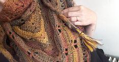 the dragonfly shawl of Amé Lie Poncho Crochet, Crochet Mandala, Crochet Scarves, Diy Crochet, Crochet Clothes, Dreadlocks, Knitting, Motifs, Hair Styles