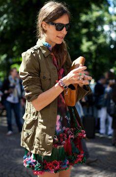 street-style-camisa-militar-e-vestido-floral
