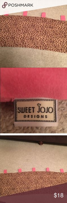 Cheetah sweet jojo 1 window valance 54inx14 1/2 Cheetah sweet jojo 1 window valance 54inx14 1/2 in nice condition Sweet Jojo Accessories