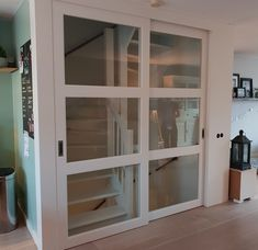 Open Trap, Display Family Photos, Closet Hacks, Traditional Staircase, Wall Wallpaper, Stairways, New Homes, Home And Garden, Indoor