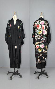 1920s kimono / silk robe / embroidered / от PrettyLittleWorldVtg