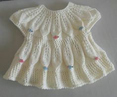 (notitle) – Ayşegül Kşc – Join in the world of pin Easy Knit Baby Blanket, Free Baby Blanket Patterns, Knitted Baby Blankets, Baby Knitting Patterns, Baby Patterns, Dress Patterns, Crochet Dress Outfits, Crochet Summer Dresses, Baby Pullover