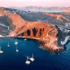 What are the Best Hotels in Santorini? What To Do while on the island? How to get to Santorini? Santorini Island, Santorini Greece, Holiday Places, Beaches In The World, Destinations, Greek Islands, Greece Travel, Holiday Travel, Beautiful Beaches